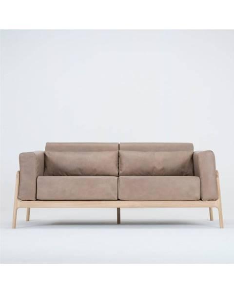 Gazzda Svetlohnedá pohovka z byvolej kože s konštrukciou z masívneho dubového dreva Gazzda Fawn, 180cm