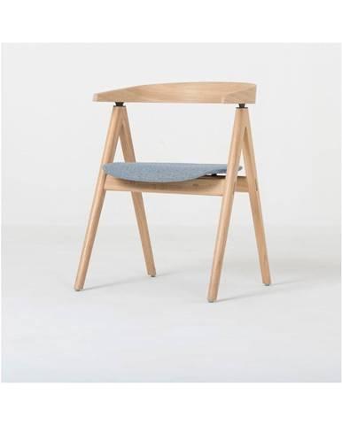 Jedálenská stolička z masívneho dubového dreva s modrosivým sedadlom Gazzda Ava