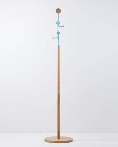 Stojací vešiak z masívneho dubového dreva s modrým detailom Gazzda Hook